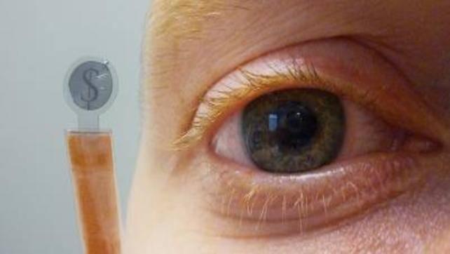 Ekran LCD w szkłach kontaktowych