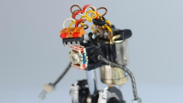 Mini roboty składane ze starej elektroniki