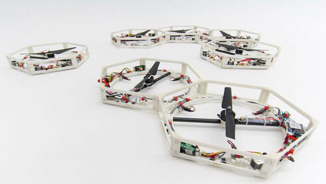 Modułowe roboty które się łączą i odlatują