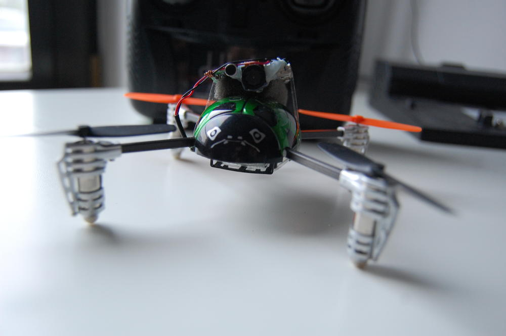 Mini quadcopter i loty z mini kamerką