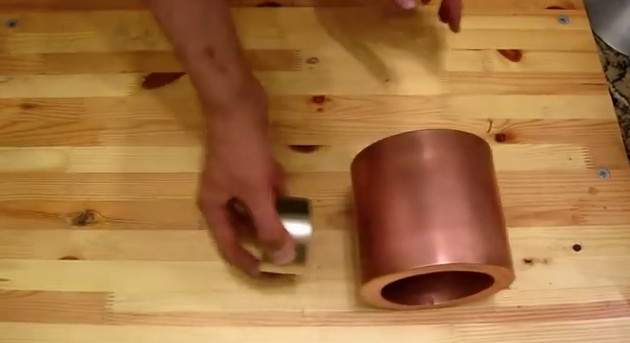 Co się stanie jak wrzucisz neodymowy magnes do miedzianej rury?