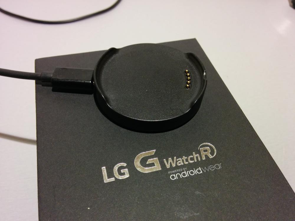 LG_G_watch_R_ladowarka_pasek_1