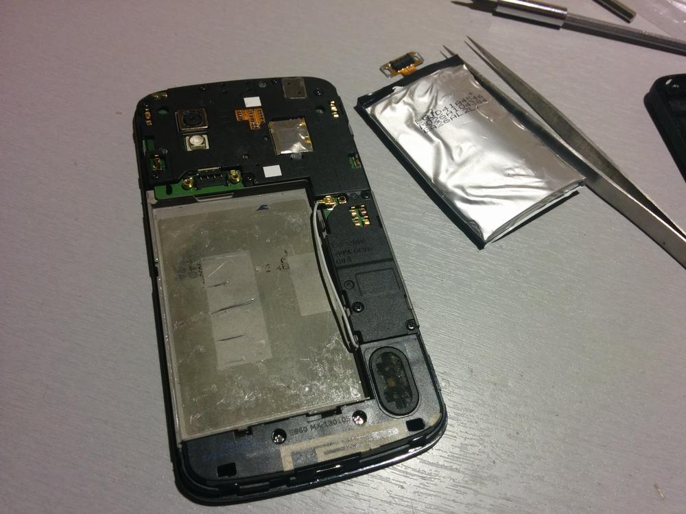 5_techfreak_wymiana_baterii_nexus4_