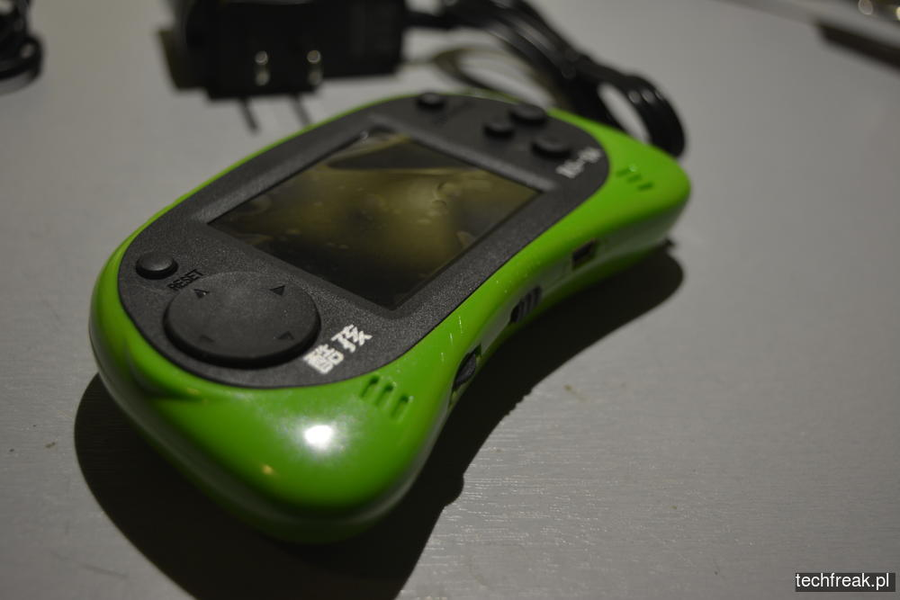 techfreakpl-hand-held-game-console-rs-8-18