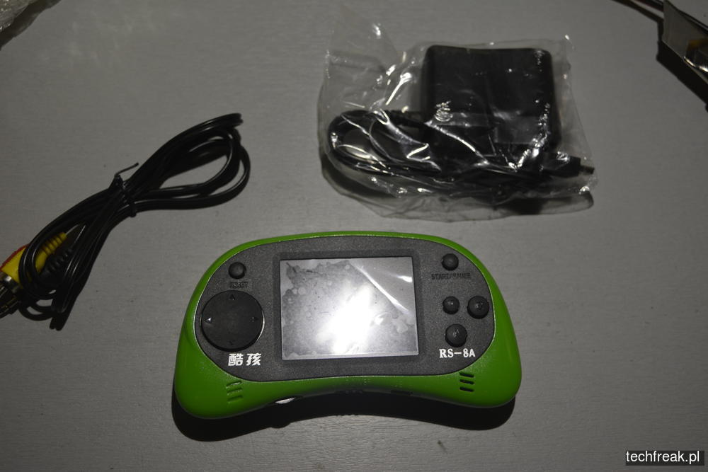 techfreakpl-hand-held-game-console-rs-8-9